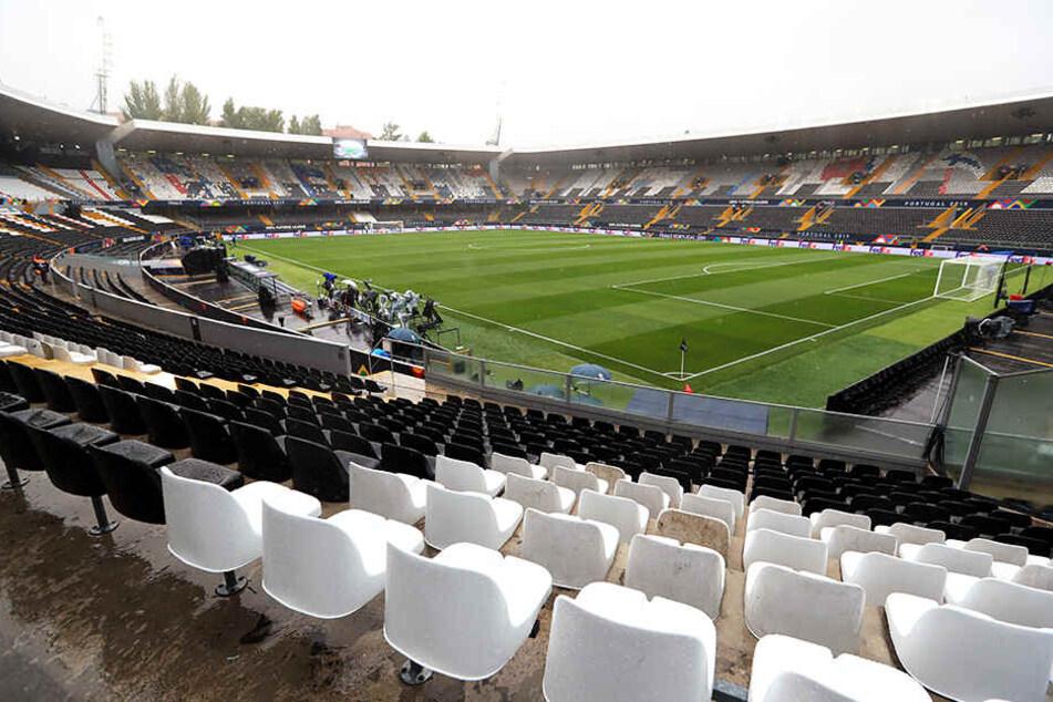 UEFA greift nach rassistischen Vorfällen durch! Heftige Strafen für drei Länder
