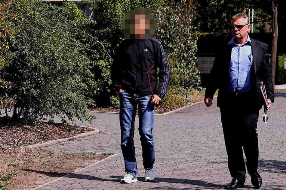 Daniel Z. (39, l.), hier mit seinem Anwalt, hatte sich selbst zu der illegalen Veröffentlichung des Haftbefehls bekannt.