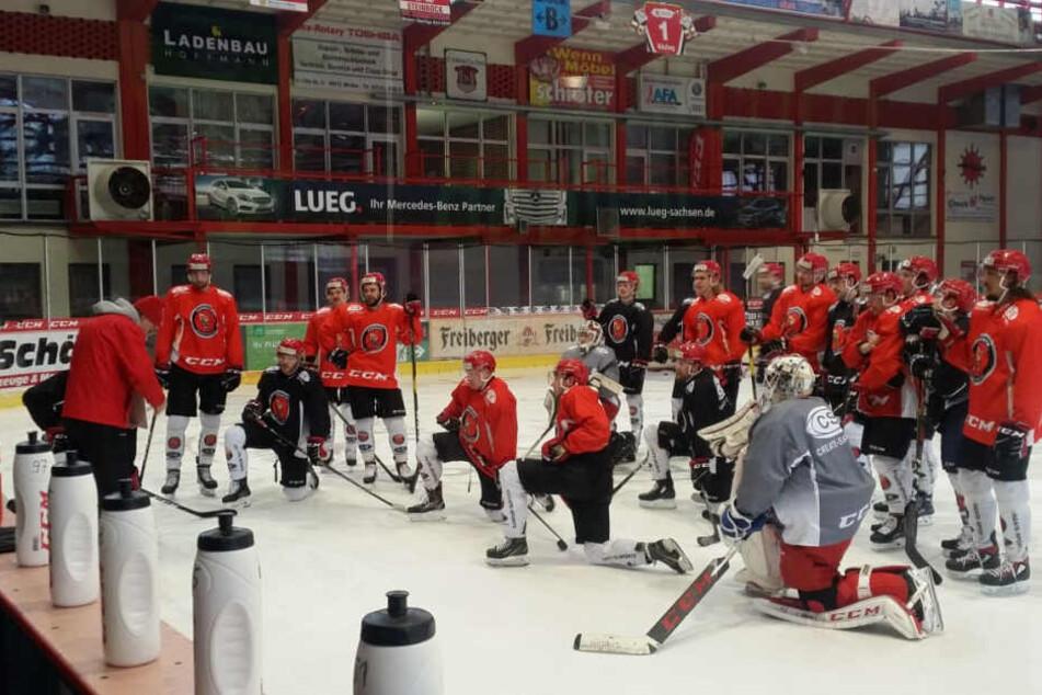 Die Eispiraten haben diese Woche von Interimscoach Boris Rousson neue Anweisungen erhalten. Doch setzt sie diese in der neutralen Zone am Freitag auch in Ravensburg um?