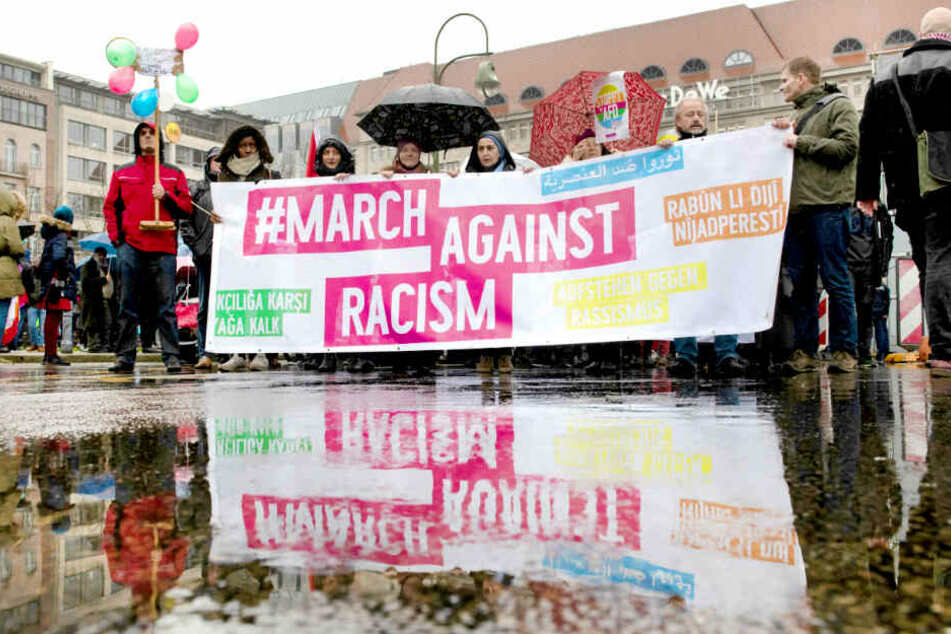 So viele Menschen gehen gegen Rassismus auf die Straße