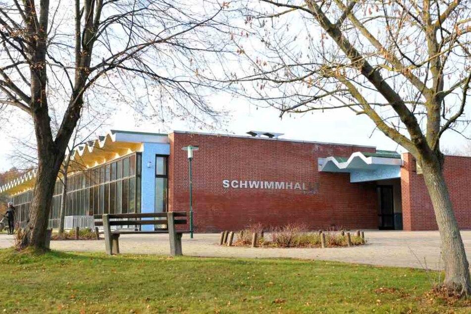 """Die Schwimmhalle """"Am Südring"""" bleibt voraussichtlich bis Dienstag geschlossen. (Archivbild)"""