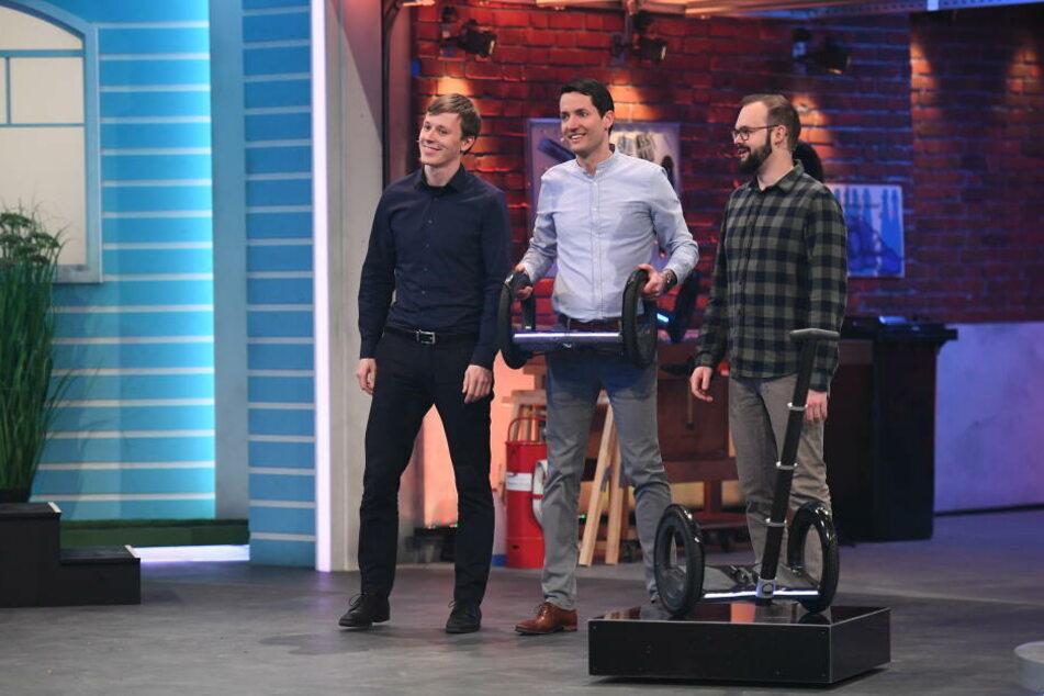 "Felix Ballendat (29), Sebastian Signer (35) und Jakob Karbaumer (24. v.l.n.r.) bei der Präsentation ihres ""Dings""."