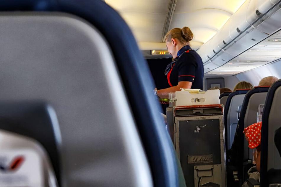 Die Flugbegleiterin ließ sich ärztlich behandeln (Symbolfoto).