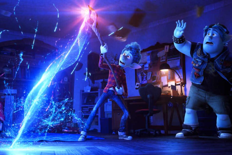 Magisch: Ian (l.) beschwört seinen Vater Wilden mithilfe eines Zauberstabs und -spruchs. Allerdings klappt das nicht wie geplant...