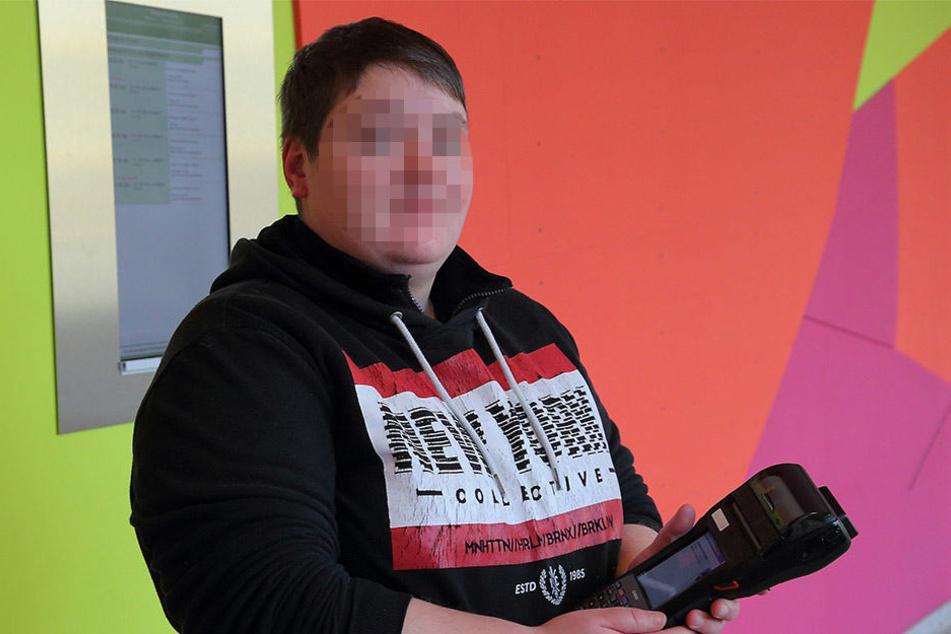 Kontrolleurin Katrin L. (29) ist wieder im Dienst, erhält Schmerzensgeld. Die Buslinie 70 meidet sie nach dem brutalen Angriff.