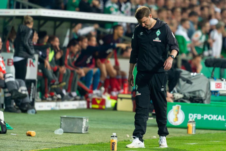 Werder Bremen Coach Florian Kohfeldt völlig entgeistert.