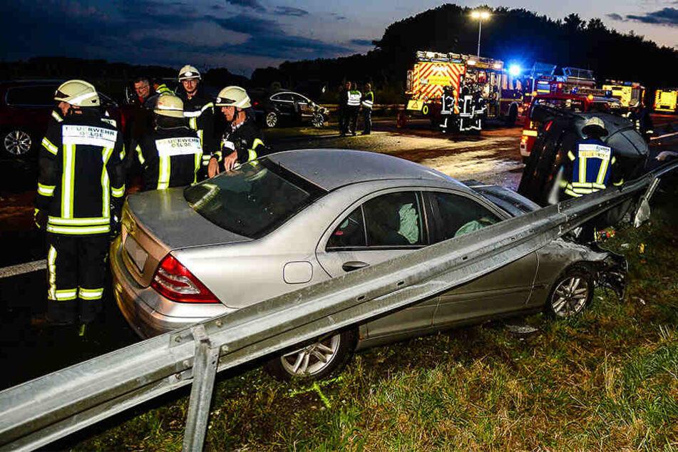 Die Feuerwehr hatte bis in die frühen Morgenstunden damit zu tun, die Autobahn wieder frei zu machen.