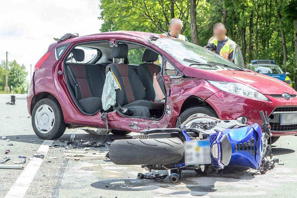 Tödlicher Unfall in Sachsen: Biker stirbt nach Zusammenstoß mit Ford