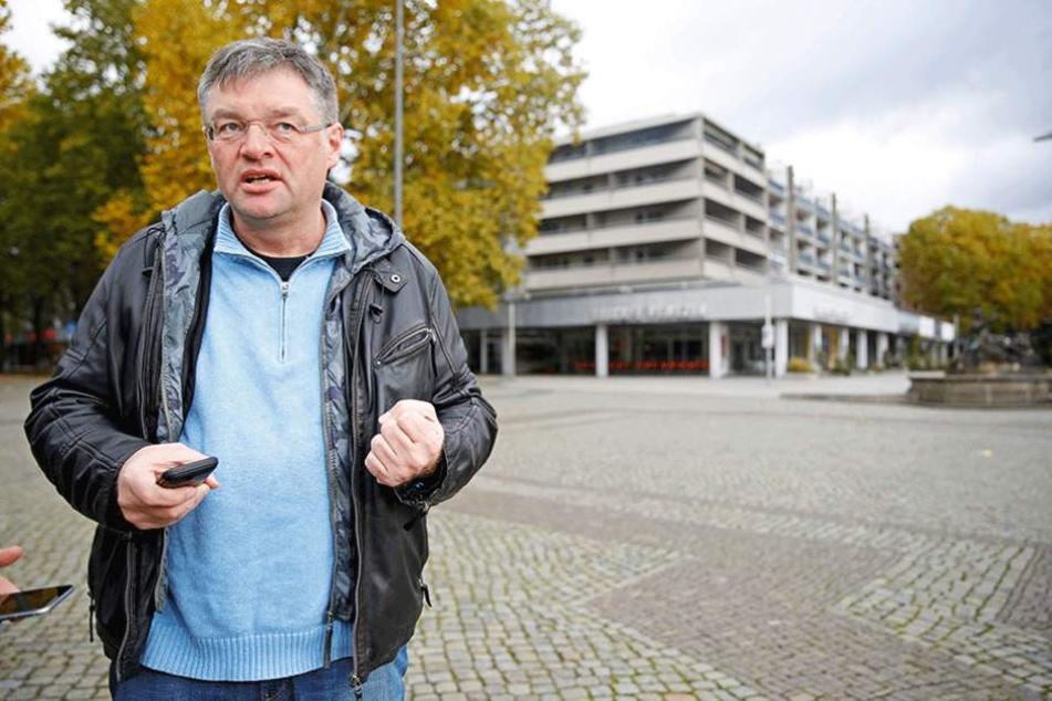 FDP-Chef Holger Zastrow (47) kritisiert die Pläne der DVB.