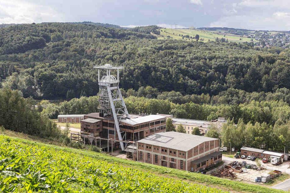 Fördertürme und Zechenanlagen prägen die hügelige Landschaft des Erzgebirges bis heute.