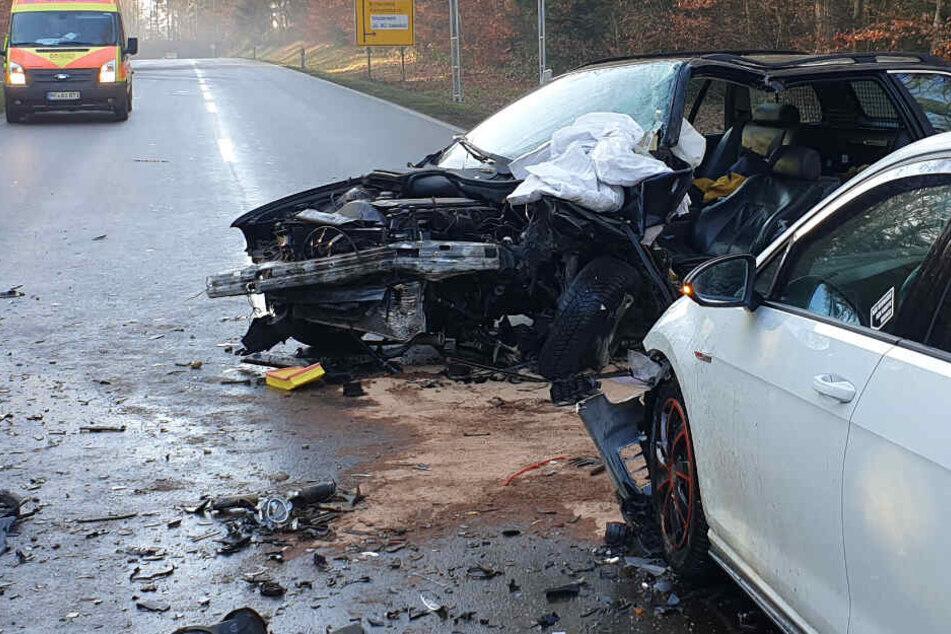 Heftig! Sieben Verletzte nach Unfall auf Landstraße