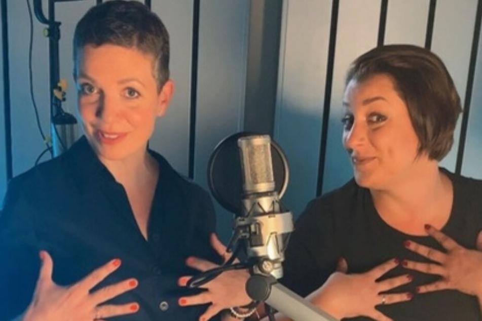 """Alexandra von Korff und Paulina Ellerbrock (v.l.) sprechen in """"2 Frauen, 2 Brüste"""" über ihre Erfahrungen mit Brustkrebs."""