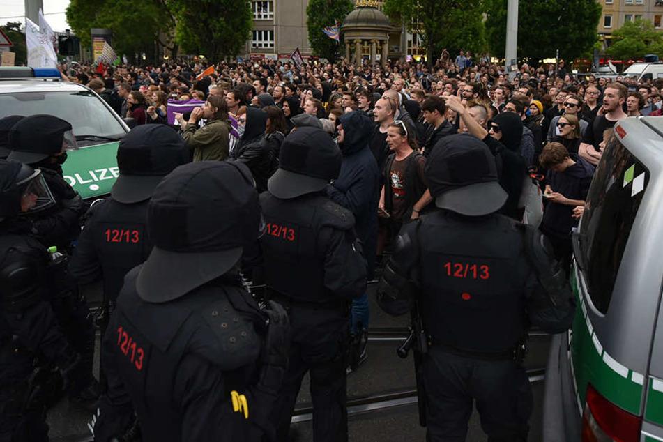 Hitlergruß und Nebeltopf: Polizeieinsatz bei Montags-Demo