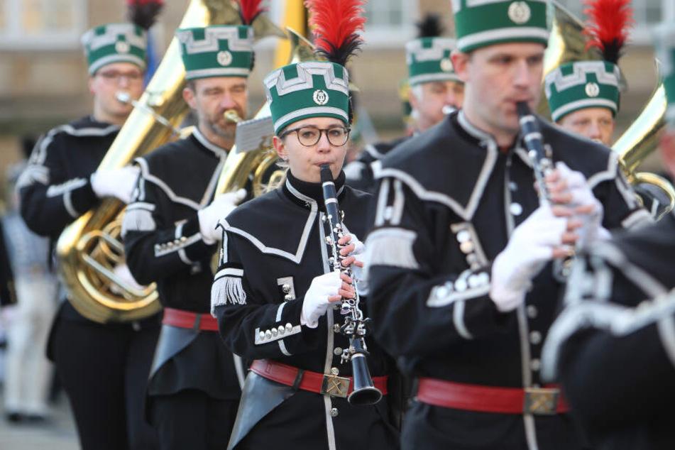 Bei der Bergparade sind etwa 1100 Uniformträger und Bergmusiker dabei.