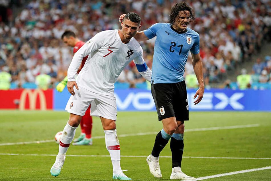 Das Bild, wie Ronaldo den angeschlagen Cavani beim 2:1-Sieg der Uruguayer stützt, um ihm von Platz zu bringen, scheint auch eine Geste des größten Respekts voreinander zu sein.