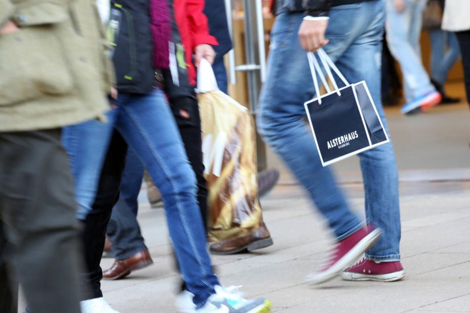Ostdeutsche Tarifbeschäftigte arbeiten im Durchschnitt länger als im Westen.
