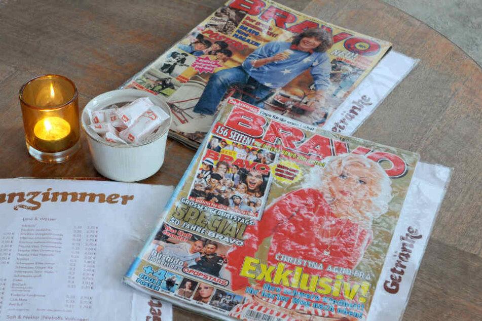 Zwei alte Ausgaben der Bravo liegen auf einem Tisch. Die Zeitschrift erscheint in Zukunft nur noch alle vier Wochen. (Archivbild)