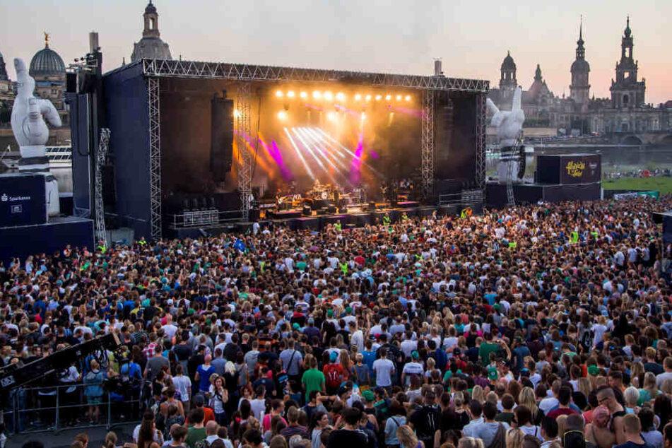 Ob so viele Zuschauer wie hier beim Kraftklub-Konzert den Adriano sehen wollen?