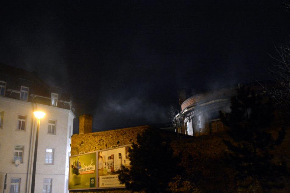 Rauch drang am Mittwochabend aus dem leerstehenden Gebäude.