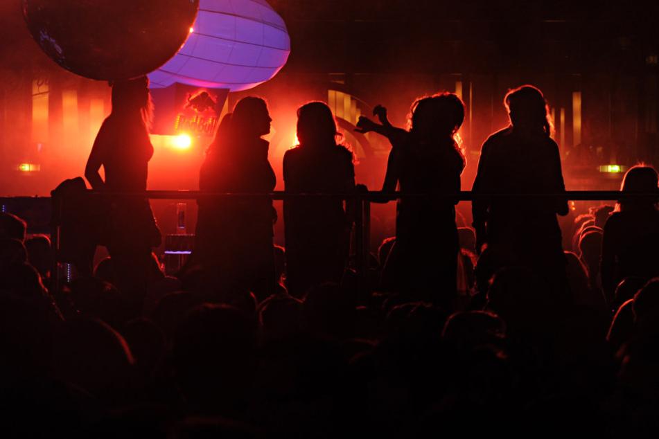 Karfreitag ist ein stiller Feiertag, da sind Tanzveranstaltungen verboten.