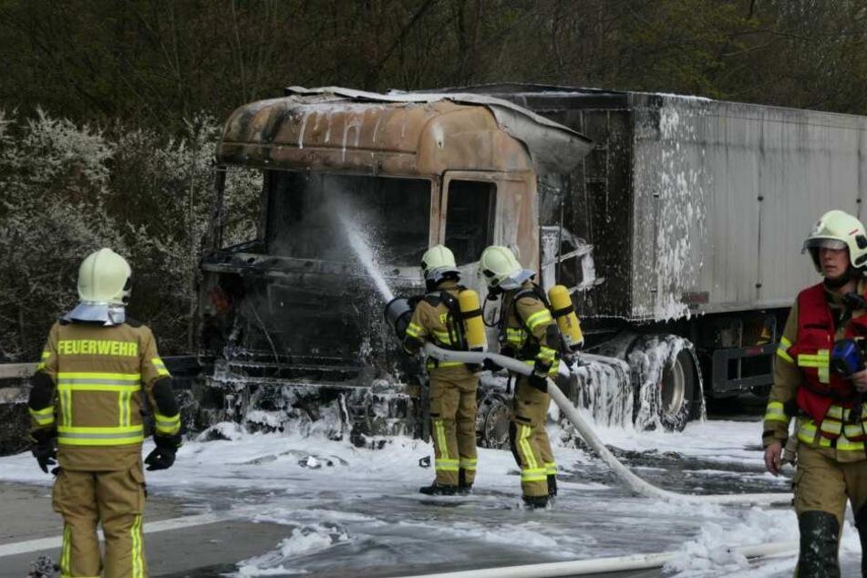 Auf der A14 ist am Dienstag ein Lkw in Flammen aufgegangen.
