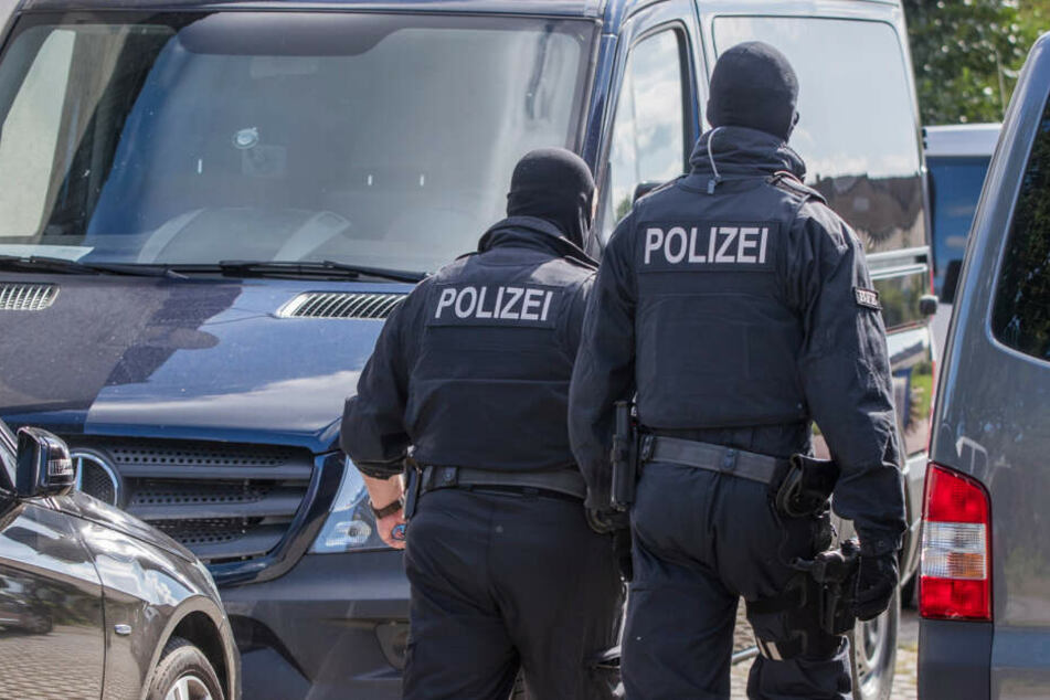 Polizisten hatten die Wohnung des Mannes durchsucht. (Symbolbild)