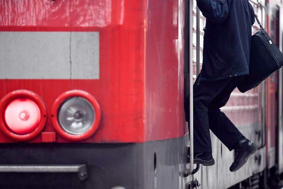 Die Bahn kann hunderte offenen Lokführerstellen nicht besetzen (Symbolbild).