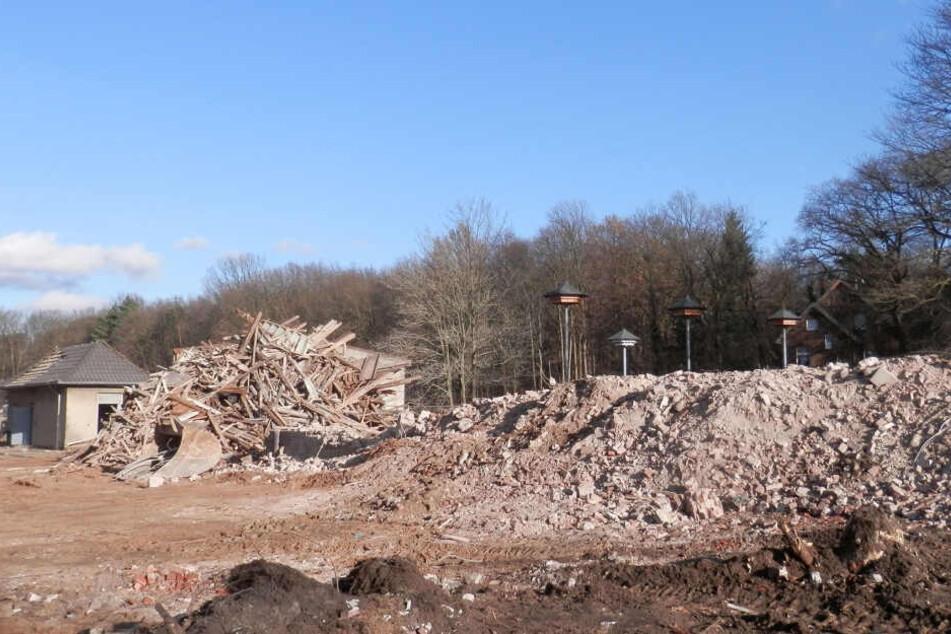 Der Abriss alter Gebäude läuft bereits.