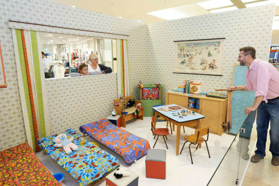 So ähnlich hat es in einem Kindergarten der DDR ausgesehen - nach dem Mittagessen wurden die Klappbetten aufgestellt.