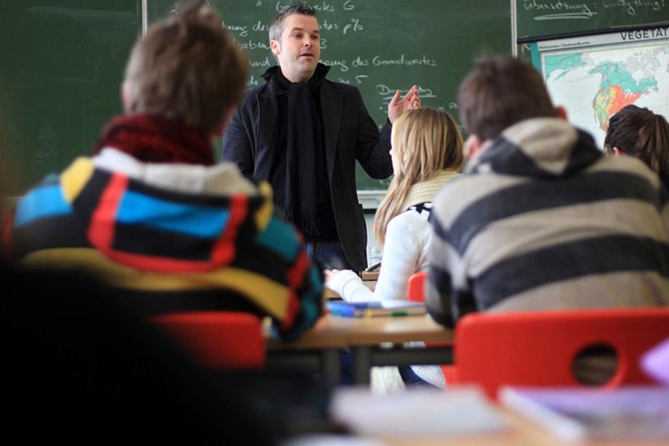 Grundschullehrer in NRW verdienen weniger, als Lehrer an Gymnasien. (Symbolbild)
