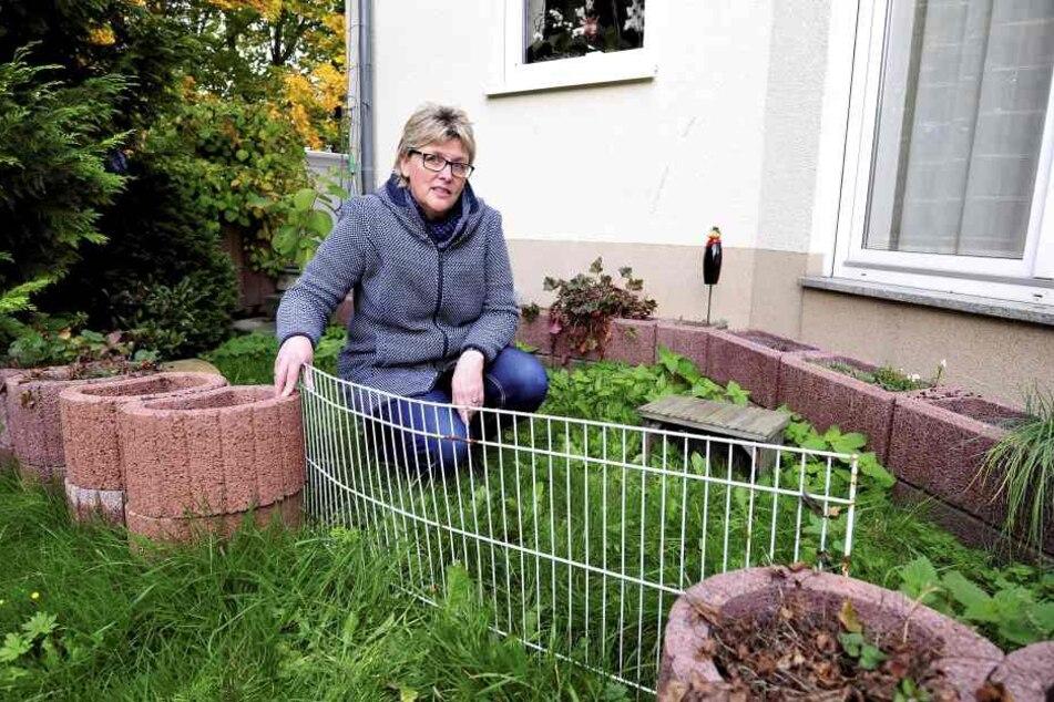 Carolin Schneider-Delau im leeren Schildkröten-Gehege.