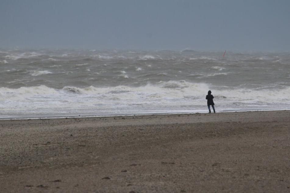 Erste Ausläufer des Orkans haben die Nordsee-Insel Norderney erreicht.