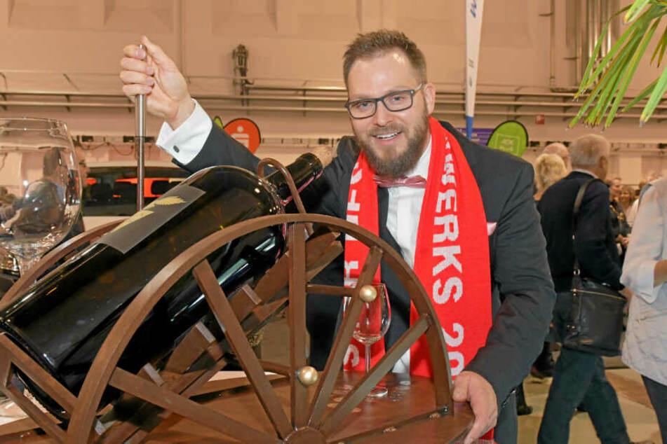 Markus Winkler (32) Metallbaumeister aus Radebeul mit seinem Meisterstück: Dekantiermaschine für Big Bottles.