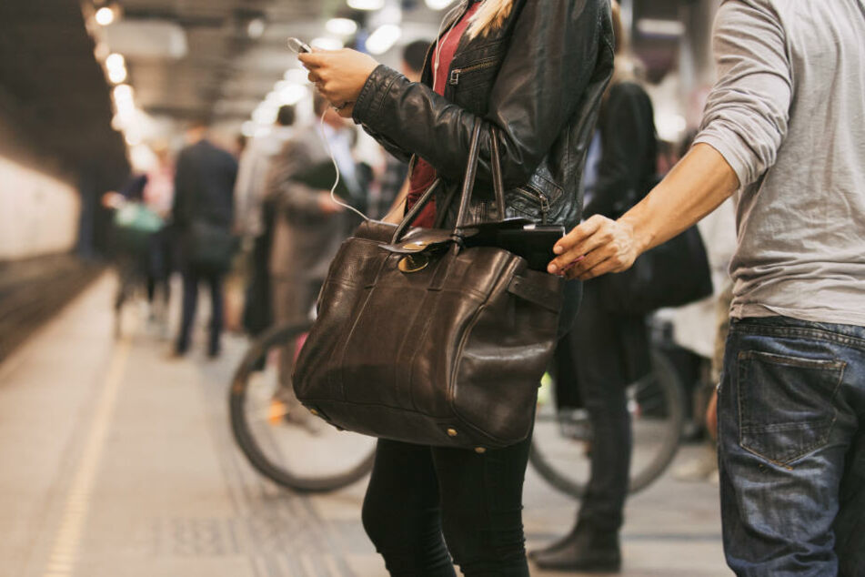 In einem unachtsamen Moment büßte ein Reisender seinen Rucksack samt iPad ein. Im Eiltempo bekommt er seine Besitztümer zurück. (Symbolbild)