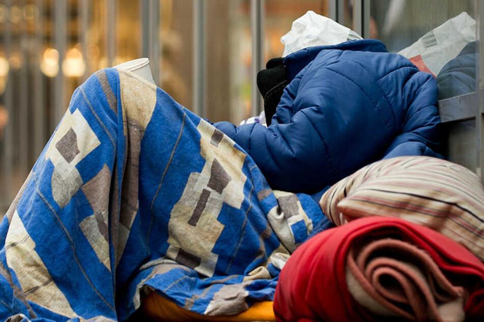 Ein 54 Jahre alter Mann aus Nordrhein-Westfalen fand sich als Obdachloser auf der Straße wieder. Durchs Fernsehen kam es zu einer Familien-Zusammenkunft.
