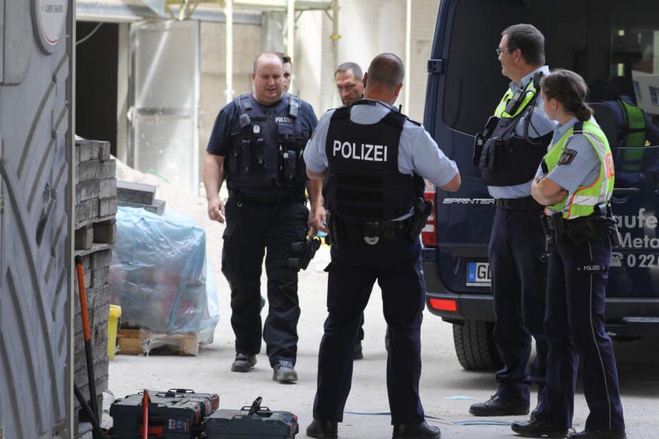 Die Polizei nahm insgesamt sechs Männer in Köln und Dürren fest.