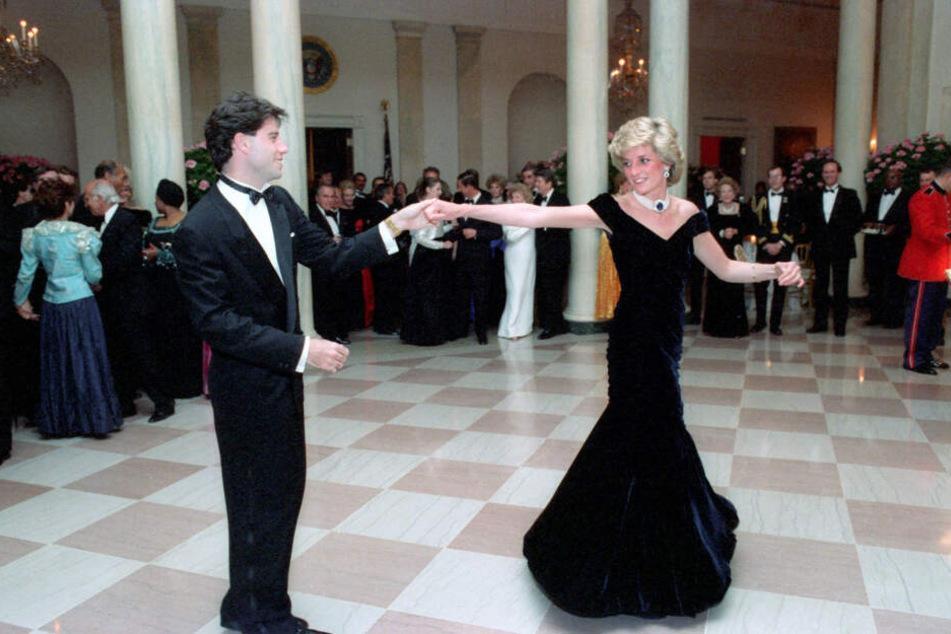 Mann kauft Kleid von Lady Di, doch seine Frau will es nicht mehr haben