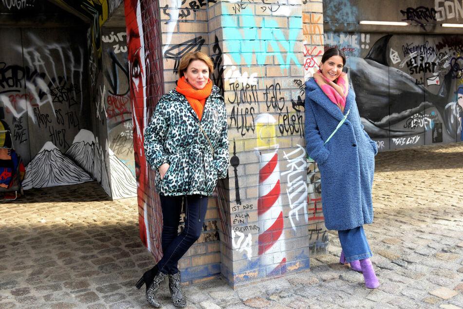 Auch die Serienkolleginnen Gisa Zach und Chryssanthi Kavazi (r.) sind von der neuen Kulisse begeistert.