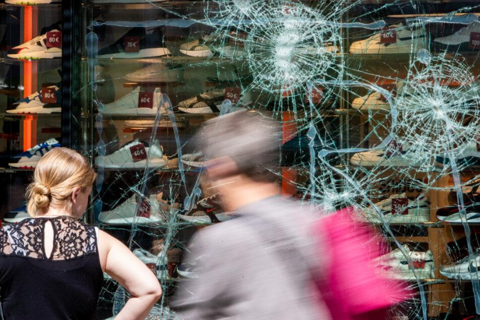 Polizei verstärkt nach Krawallen in Stuttgart Ermittlungen: Weiterer Tatverdächtiger