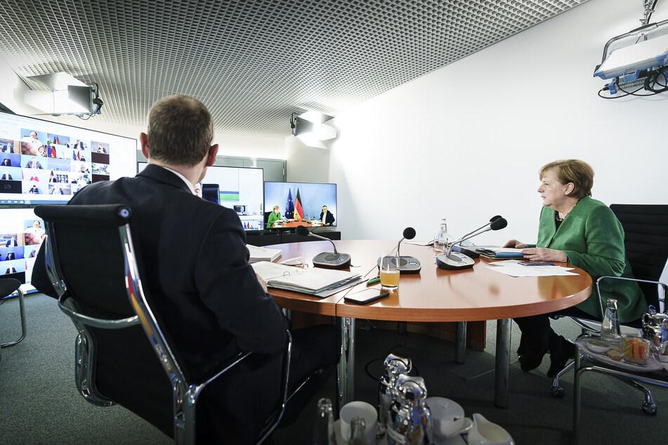 Bundeskanzlerin Angela Merkel (66, CDU) und der Berliner Bürgermeister Michael Müller (56, SPD) sitzen aktuell in einer Videokonferenz mit den Ministerpräsidenten der Länder und beraten über das weitere Vorgehen in der Corona-Pandemie.