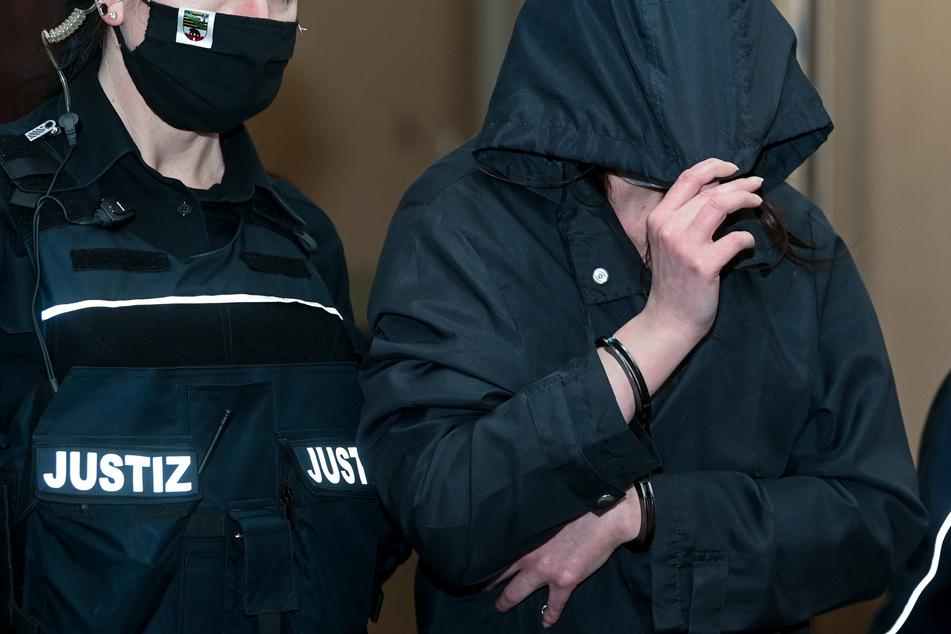 Tims (†2) 36-jährige Mutter ist unter anderem wegen fahrlässiger Tötung angeklagt.
