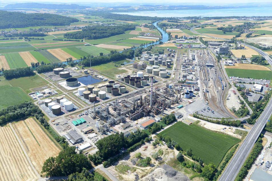 In Cham (Schweiz) befindet sich die Öl-Raffinerie von VARO Direct Energy.