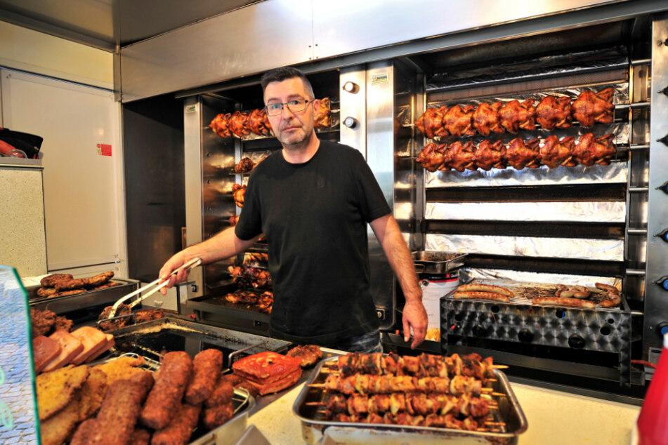Grillchef Heiko Rist (45) aus Sankt Egidien arbeitet gerne und viel. Es gab keine Volksfeste, ihm fehlen 50 Prozent Jahresumsatz.