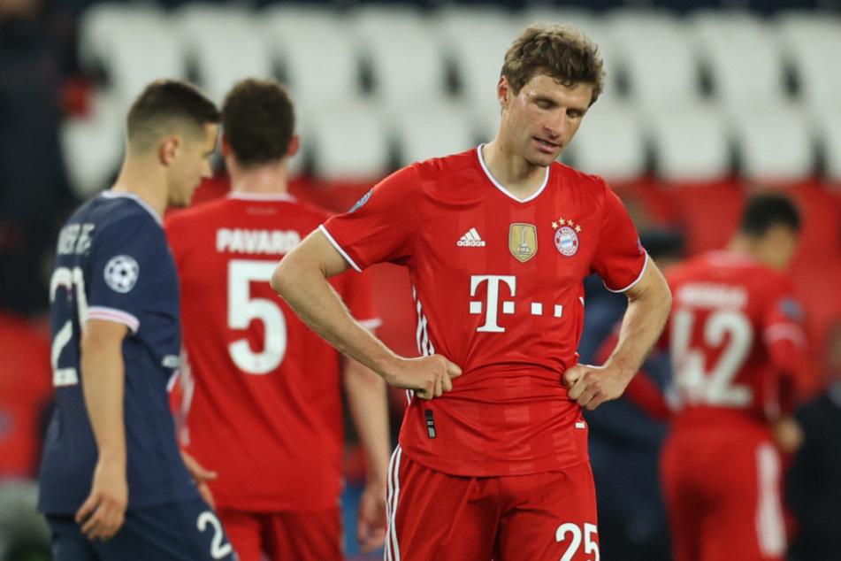 Der CL-Traum ist geplatzt: enttäuscht geht Thomas Müller (31) nach dem Ausscheiden aus der Königsklasse vom Platz.