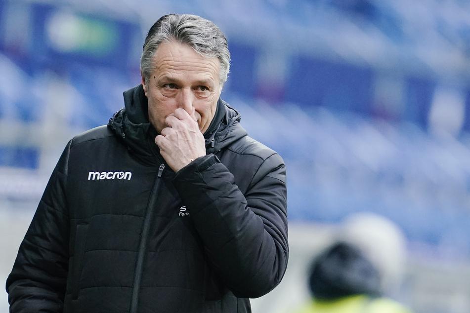 Uwe Neuhaus (61) wurde am Montag nach zuletzt vier Niederlagen aus den letzten fünf Spielen entlassen. In diesem kurzen Zeitraum setzte es 17 Gegentore.