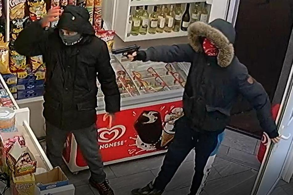 Überfall auf Kiosk in Eschersheim: Polizei sucht diese Männer