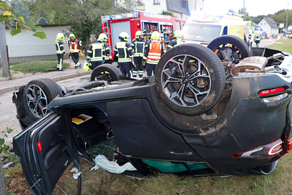 Schwerer Unfall in Klaffenbach: Kia landet auf dem Dach