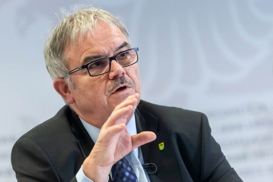 Landrat Frank Vogel (63, CDU) möchte das Container-Dorf aus Kapazitätsgründen behalten. Er bittet um Zustimmung der Gemeinde Jahnsdorf.