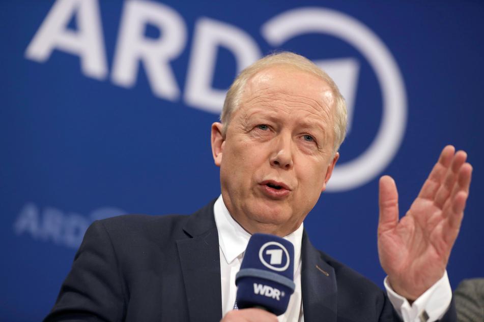 Tom Buhrow, ARD-Vorsitzender, äußert sich nach der Sitzung der ARD-Intendanten auf einer Pressekonferenz.