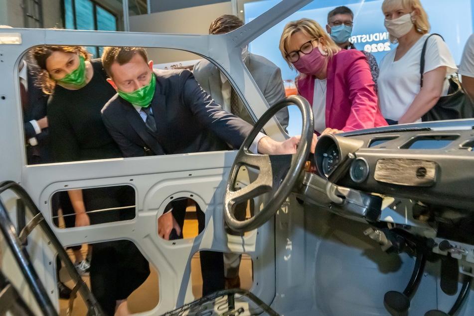 """Zur """"Boom""""-Eröffnung schauten Ministerpräsident Michael Kretschmer (45, CDU, l.) und Tourismus-Ministerin Barbara Klepsch (55, CDU) in Zwickau vorbei."""